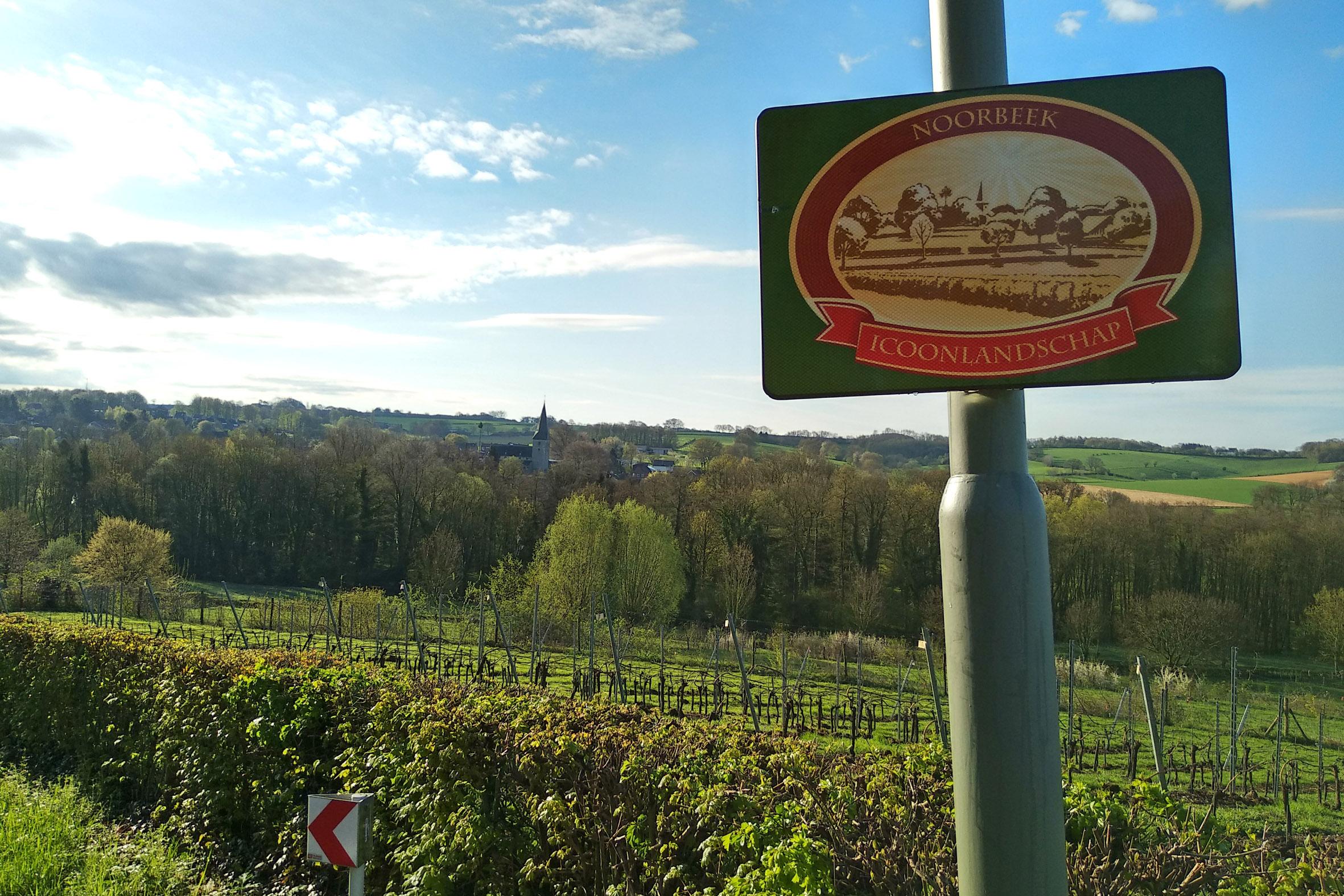 Een bord langs de weg in Noorbeek.